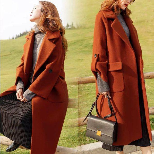 терракотовое пальто с глубоким вырезом