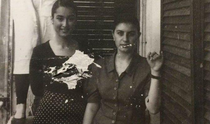 Тина Канделаки в юности (слева)