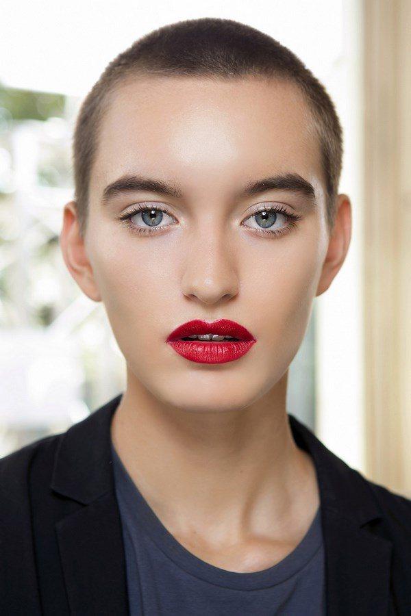 ТОП-10 идей макияжа весна-лето 2020-2021 года: модный мейкап в разных стилях - фото
