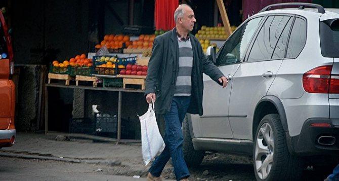 Торговля на одном из продуктово-овощных рынков в грузинской столице