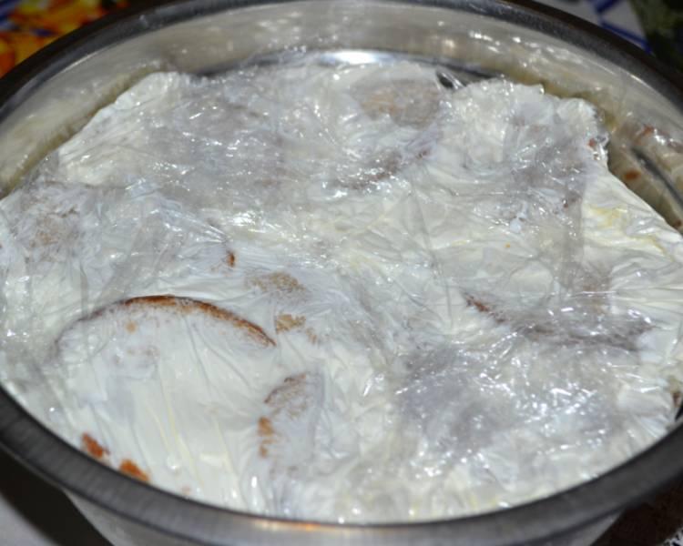 Торт из пряников без выпечки с бананом и сметаной