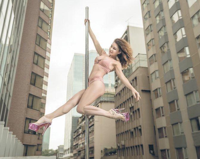 Трюки на пилоне, акробатика, растяжка мышц стали для актрисы идеальными формами физической активности