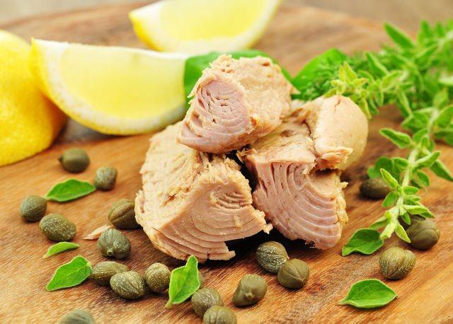 Тунец — идеальная рыба для домашнего меню, потому что она легко готовится, быстро насыщает, красиво выглядит и очень полезна для здоровья