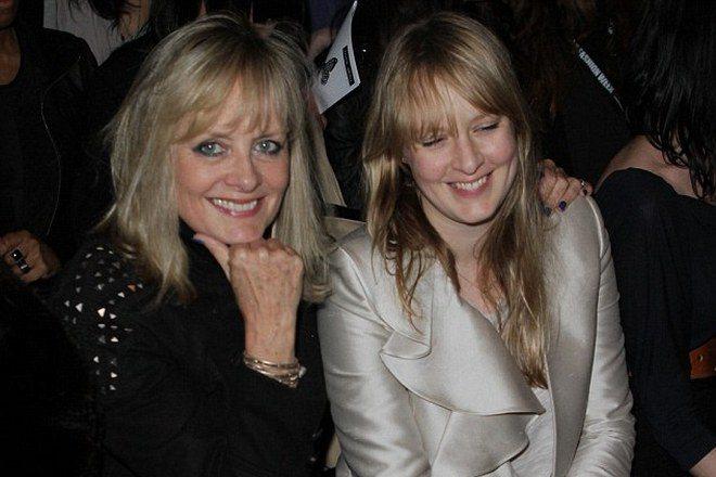 Твигги и ее дочь Карли Уитни