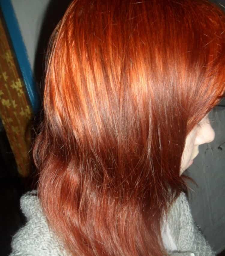 У меня только кончики волос стали немного темнее, чем все остальное.
