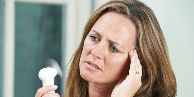 У женщины боль в височной области