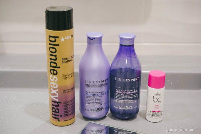 Уход за цветными волосами и блондом. Часть 1: шампуни и кондиционеры на полочке в ванной