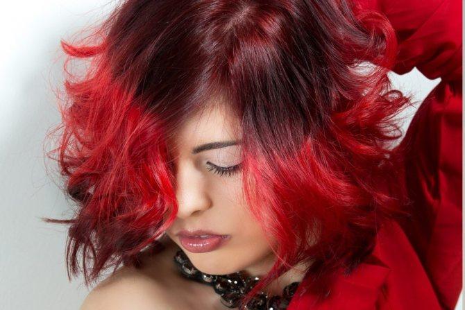 Уход за окрашенными волосами летом