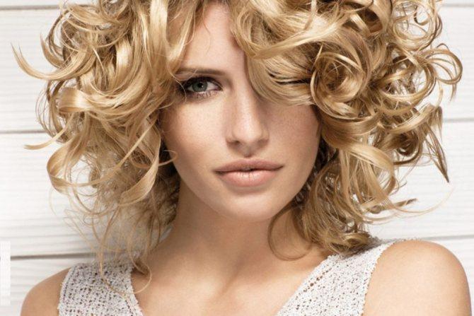 укладка для волос средней длины