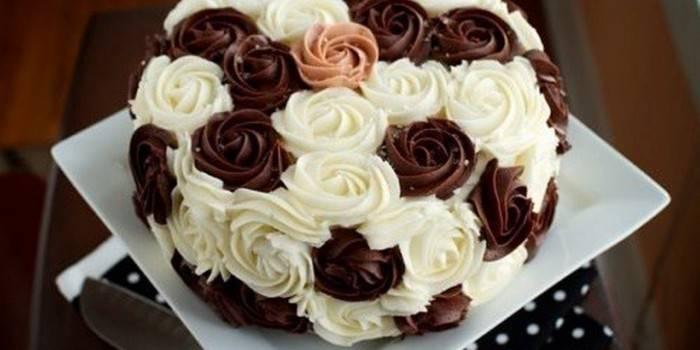Украшение для торта из шоколадного сырного крема