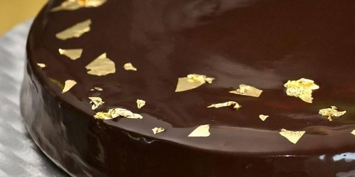 Украшение из золота и шоколада