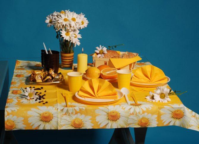Украшение салфетками праздничного стола