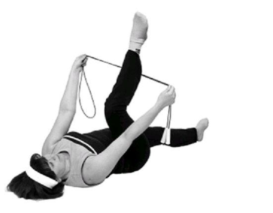 Упражнение со скакалкой на полу