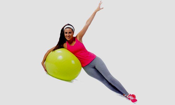 Упражнения для талии с фитболом