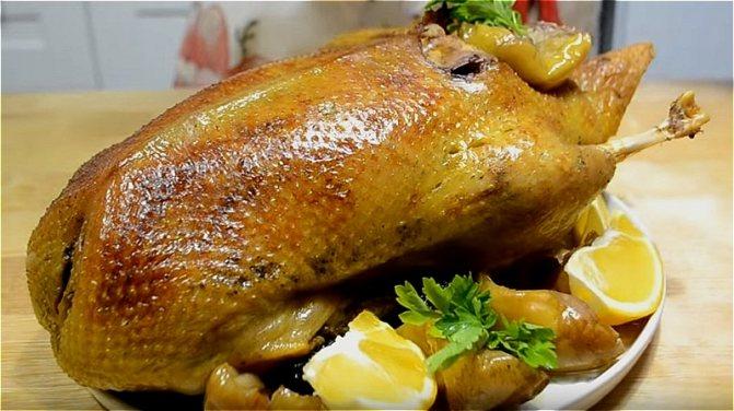 утка, запеченная с картофелем