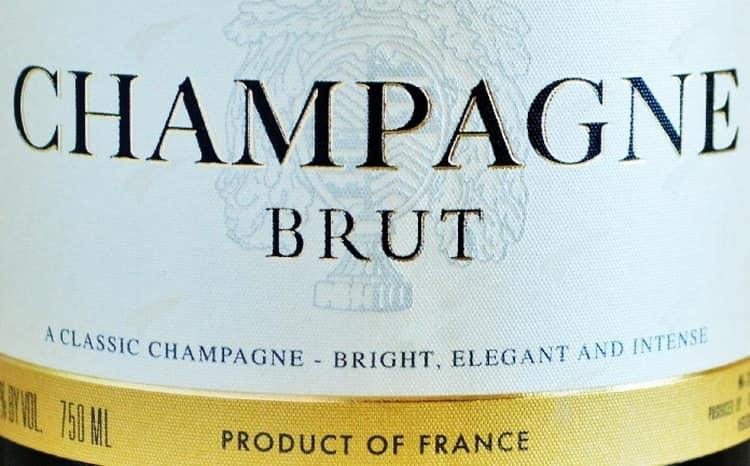 Узнайте также, чем закусывают шампанское брют.