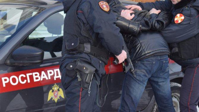 В Брянске буйные мужчина и женщина устроили погром в кафе