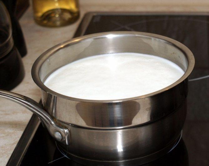 В чем лучше кипятить молоко