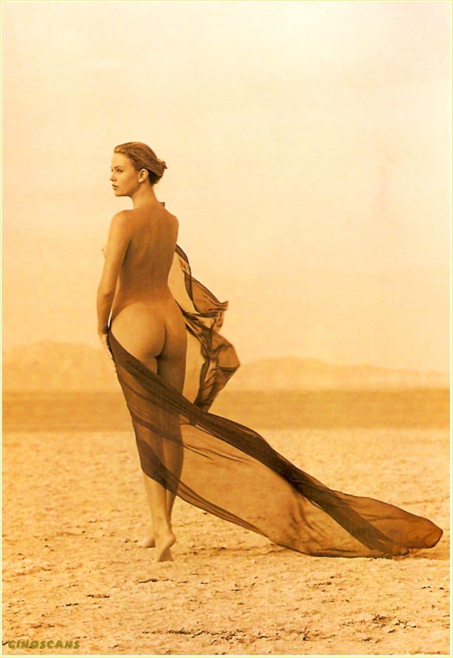 В пустыне едва прикрывшись прозрачной шалью