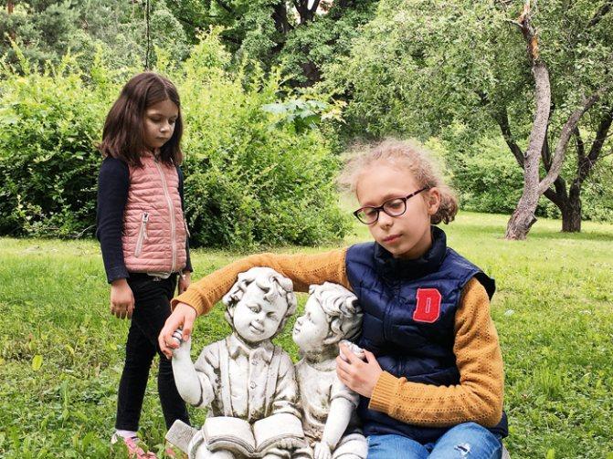 В семье уже подрастают две дочери Варвара (на фото – справа) и Саша, а теперь появился и сын