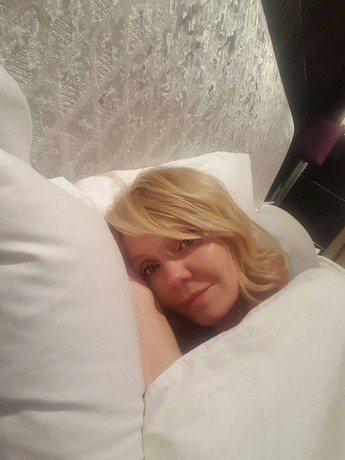 Валерия:«На часах 2 часа ночи, я просто падаю от усталости. Завтра предстоит насыщенный день, поэтому нужно как следует отдохнуть. Всем спокойной ночи!»
