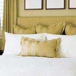 Варианты красиво заправленной кровати, простые способы и рекомендации