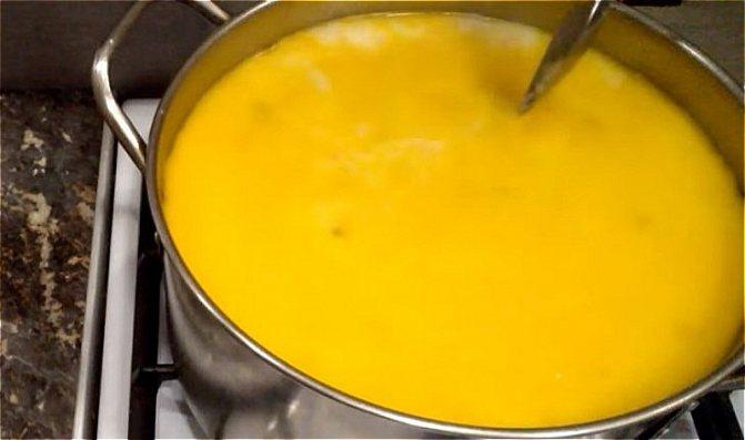 варим сырный суп с грибами и курицей