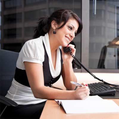 Важно соблюдать установленные стандарты общения не только при личной встрече, но и во время деловой переписки и при разговоре по телефону. Речевой этикет делового письма предписывает вести беседу также, как и при личном контакте. Важно помнить о главных правилах делового человека – вежливость, информативность, грамотная речь – и на их основании строить письмо.