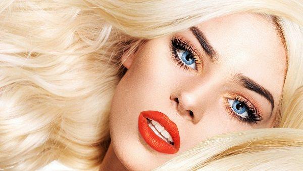 Вечерний макияж для голубоглазой блондинки