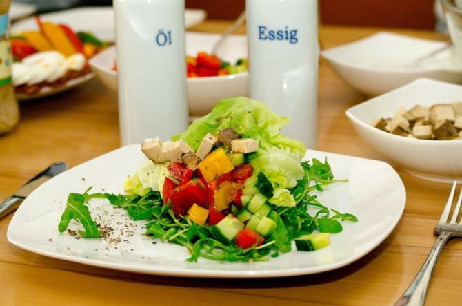 Веганский салат с тофу