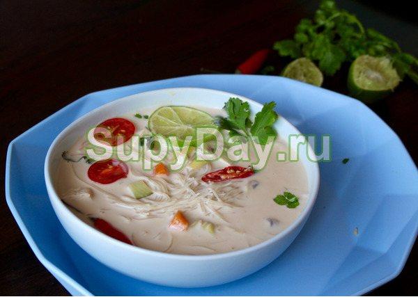 Вермишелевый суп из кокосового молока с овощами