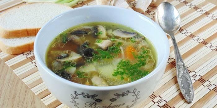 Вермишелевый суп с шампиньонами