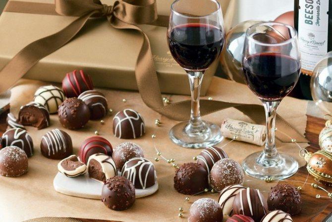 вино и шоколадные конфеты