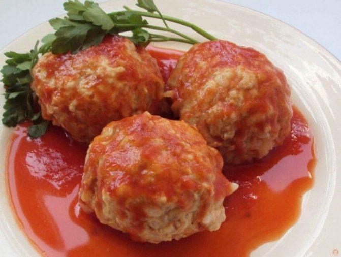 Вкусное и диетическое блюдо из индейки – тефтели с подливкой