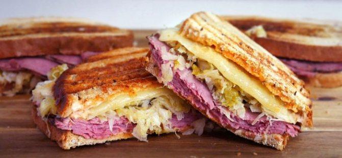 вкусные сэндвичи в дорогу с сыром и маринованым огурцом