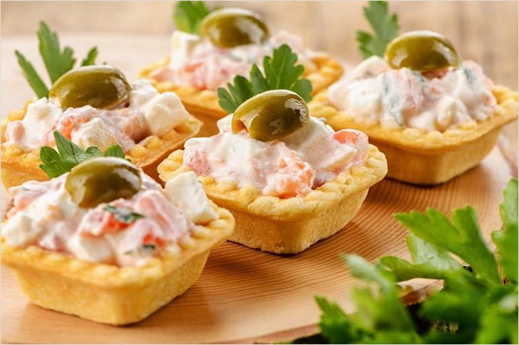 вкусный салат с маринованными кальмарами
