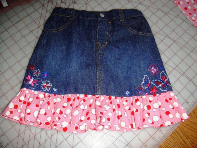 волан на джинсовой юбке