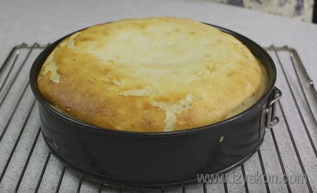Вот мы и рассказали, как приготовить вкуснейший пирог с творогом в духовке.
