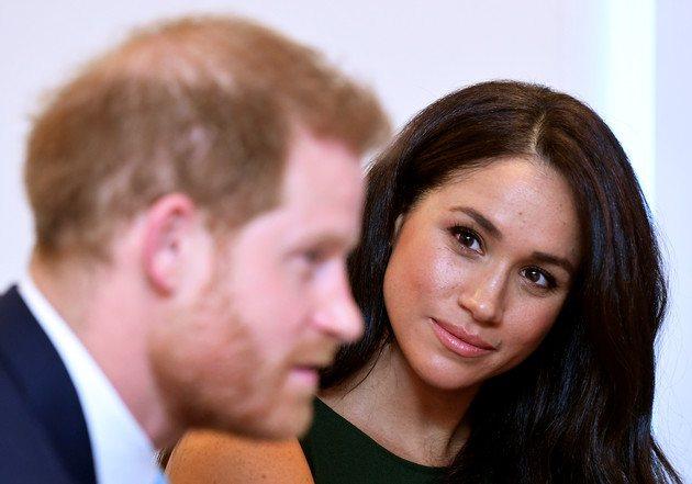 Возможно, принц Гарри вывез любимую из страны, потому что знал, как тяжело ей будет носить ребенка под пристальным вниманием папарацци