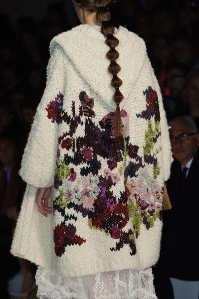 вязаное спицами зимнее пальто