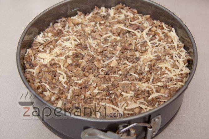выкладываем грибы с сыром