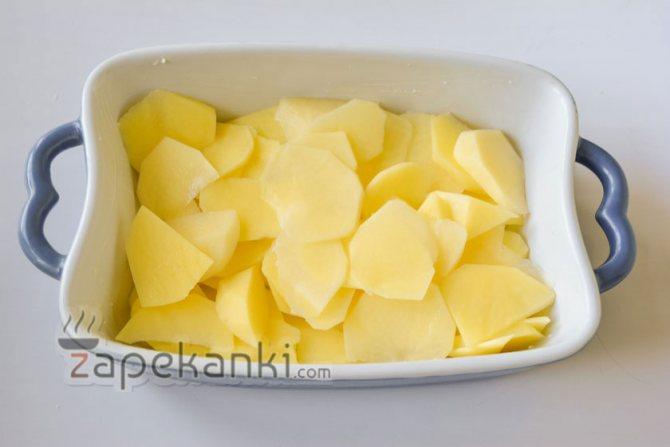 выкладываем в форму картофель