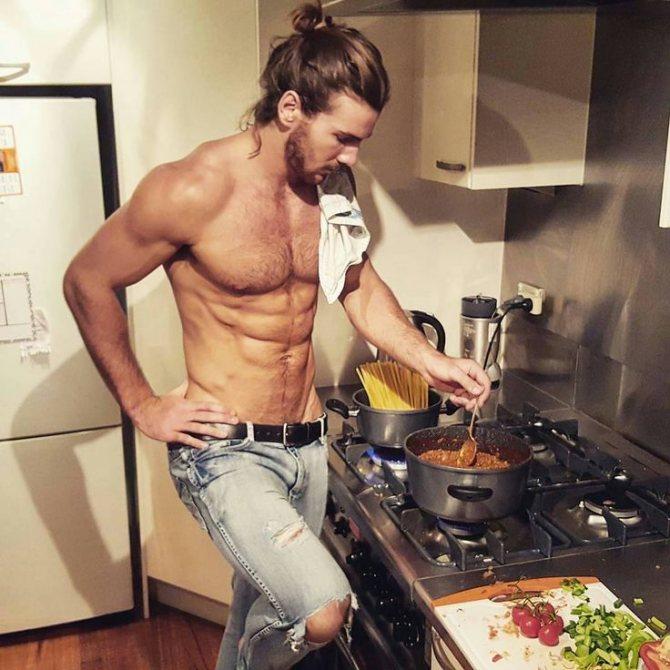 Я обожаю, когда мужчины готовят...