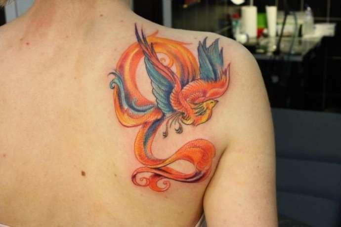 яркая татуировка
