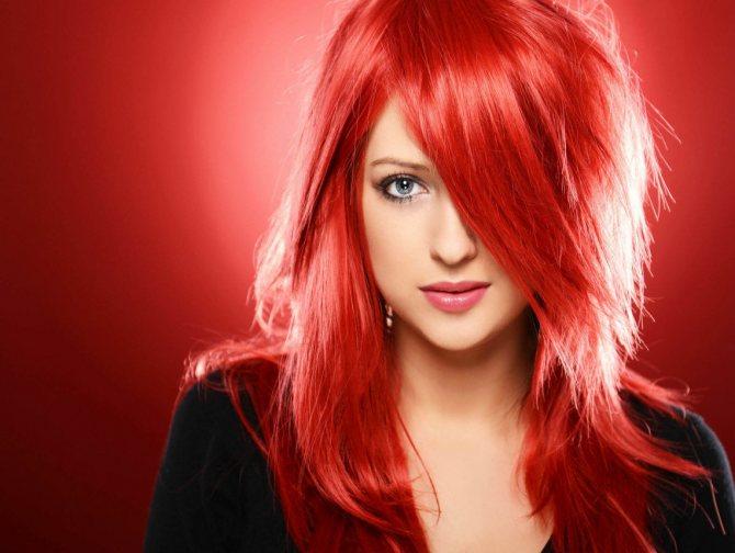 Ярко-красный цвет волос (40 фото): кому идут огненно-красные цвета и как их добиться?