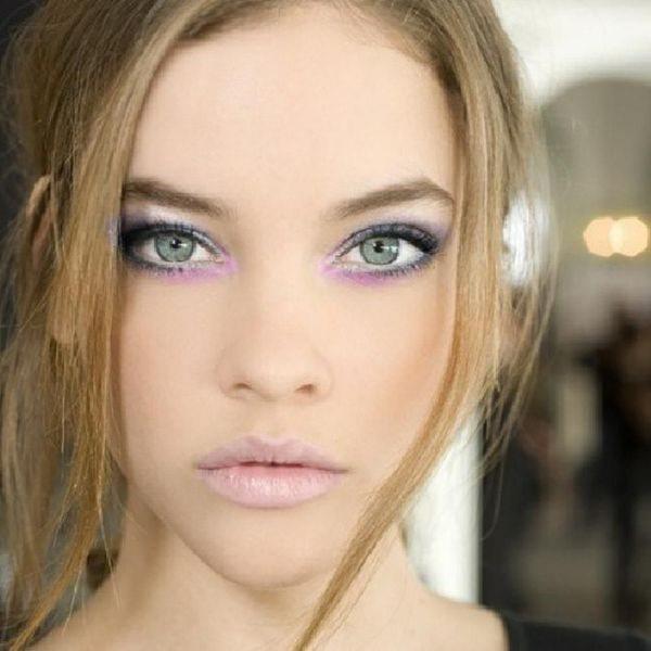ярко-зеленые глаза и светлые волосы