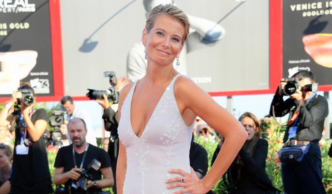 Юлия Высоцкая радуется победе на кинофестивале в Венеции