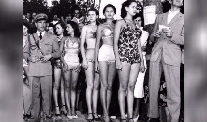 Юная Софи Лорен на конкурсу Мисс-Италия 1950 года (вторая девушка справа)