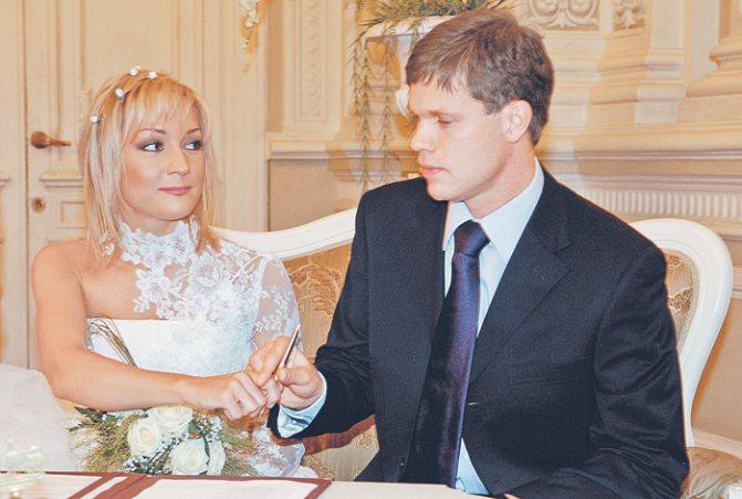 За романом, свадьбой и семейной жизнью певицы и футболиста Владислава Родимова следила чуть ли не вся страна. Но красивая светская лавстори, к сожалению, закончилась разводом