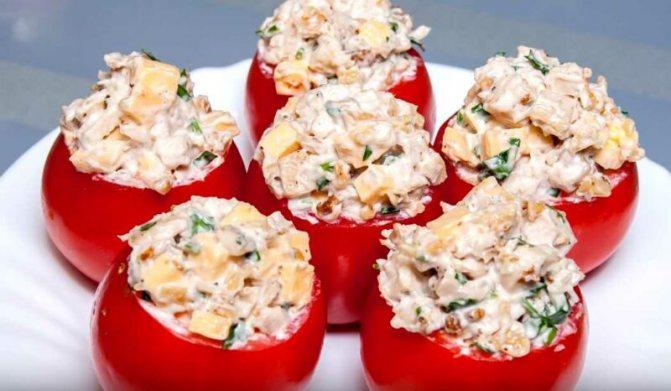 Закусочный салат из курицы на помидорах - простой рецепт вкусного салата